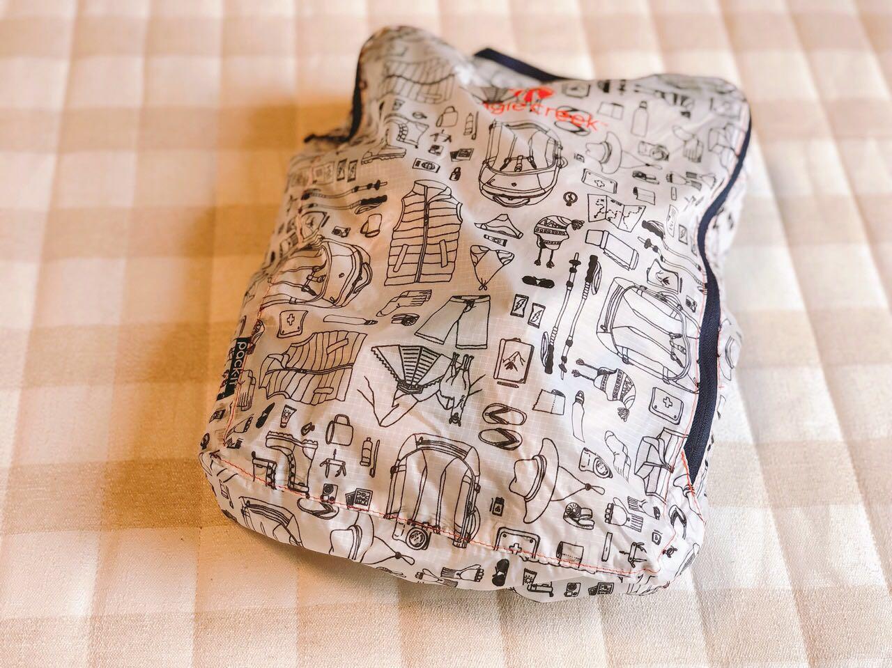 編みかけのカーディガンが入っている袋