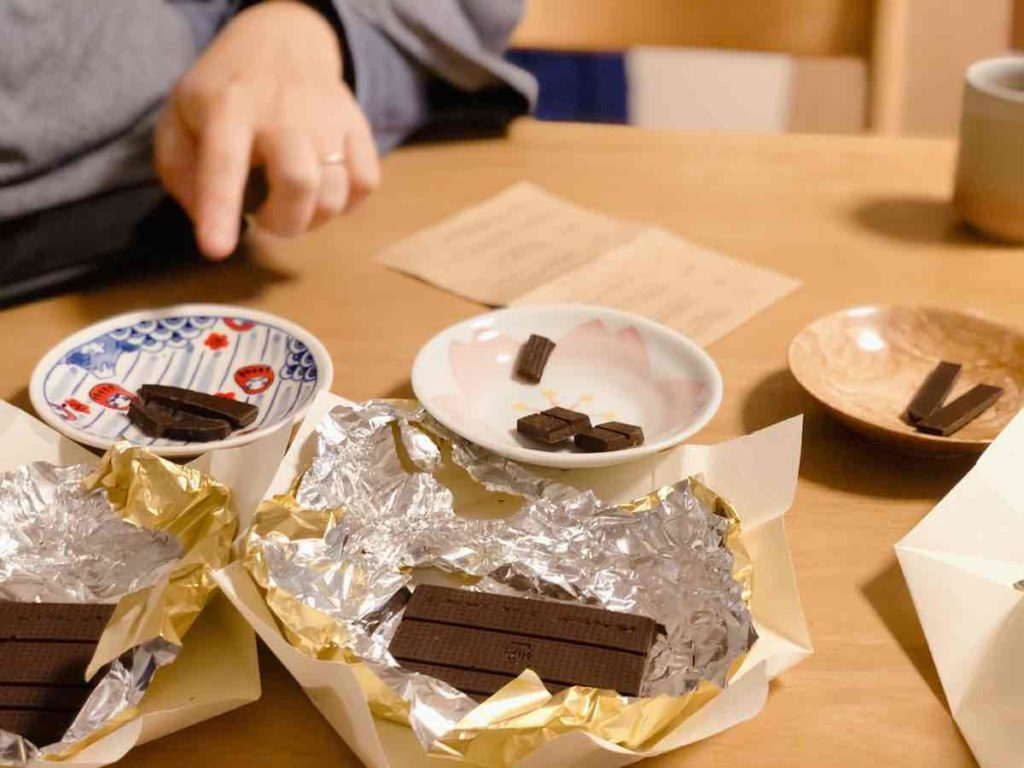 チョコレートを食べ比べ