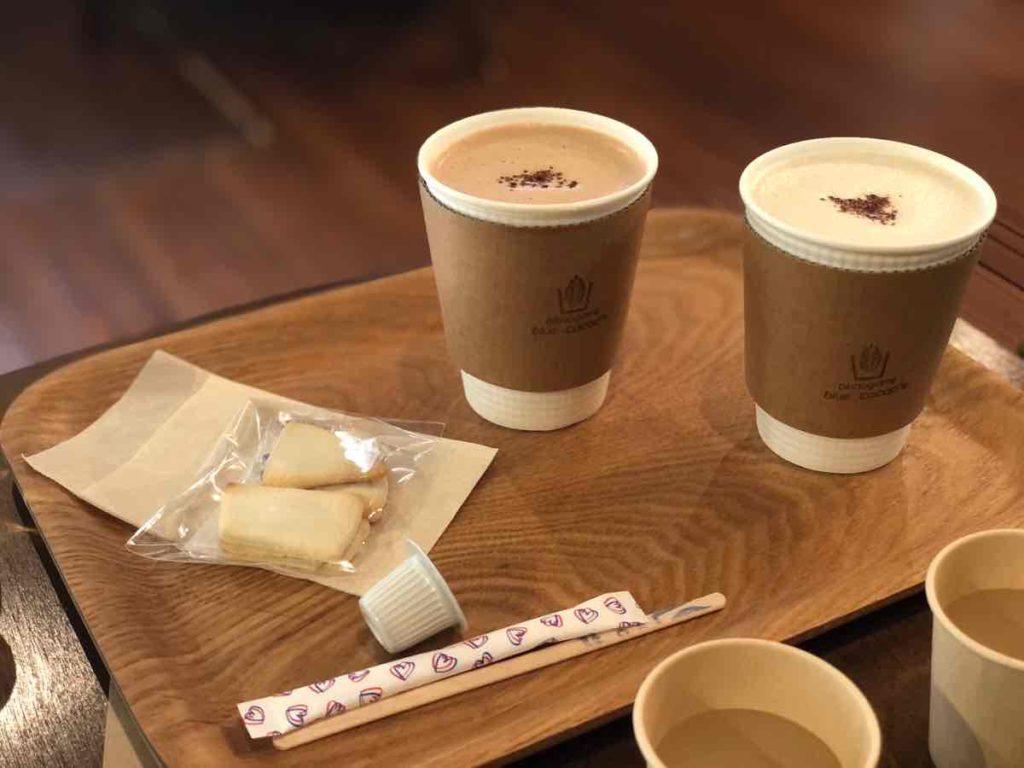 ホットチョコレートとホットカカオミルク