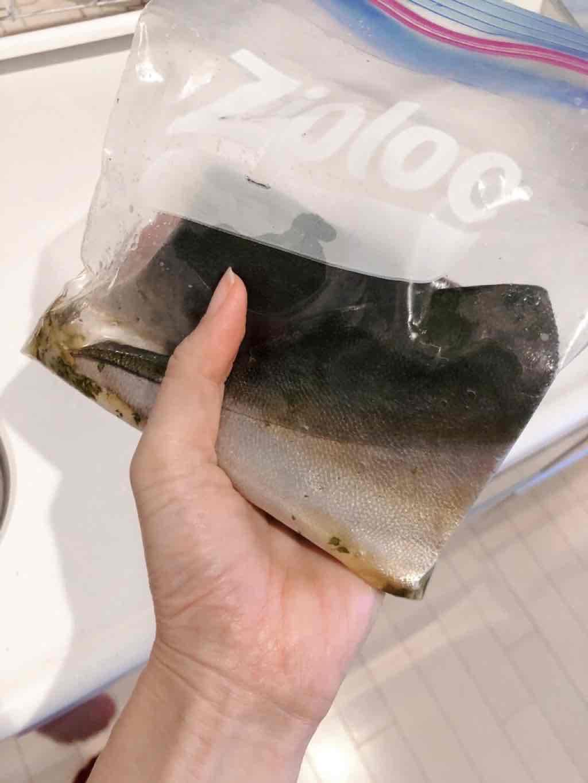 調味料に漬けた魚