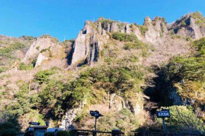 立久恵峡。奇岩がそびえています。